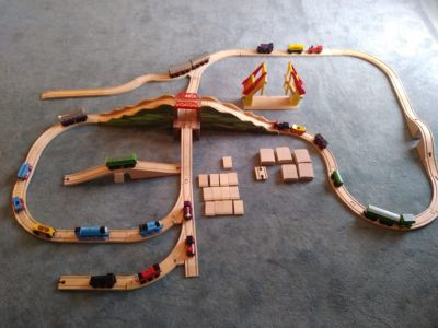 Huge Lot Brio Thomas Train and Track - 82 pcs This is a used in great condition lot of Brio and Thomas trains and track - 82 Pcs