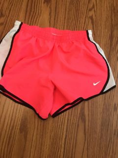 Size L Nike dri fit in excellent condition. No snags. Stitching good
