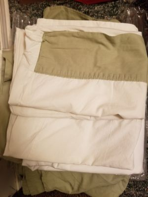 Queen sheets, fitted, pillow and bed skirt