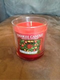 Red Apple Wreath 7oz Yankee Candle
