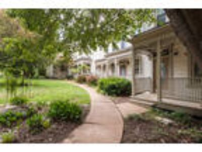 3 level town-home, 2.5 BA, Lafayette Park min min away