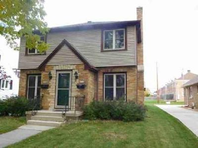 1112 North Ave Sheboygan Four BR, This is a town house style 2