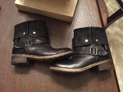 Clarks women's size 7 Moto Boots worn once