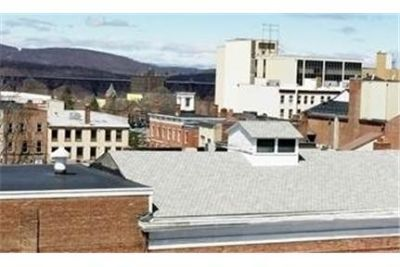 Poughkeepsie - superb Apartment nearby fine dining. Gated parking!