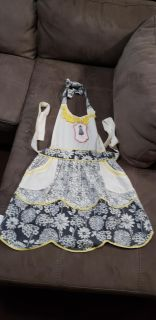 Brand New Super Cute Vintage Look Apron. Great Christmas Gift!