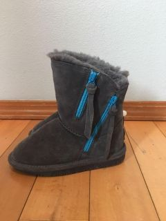 Brand new (Tags attached) bear paw boots