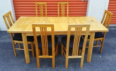 Beautiful Oak Dining Room Table with 6 matching Chairs & fold up Leaf