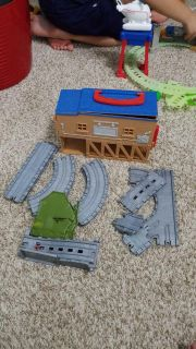 Thomas train take & play extra pieces with building