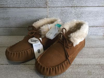 Mossimo slippers size 8