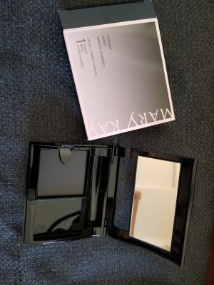 NEW Mary Kay compact