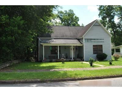 3 Bed 2 Bath Foreclosure Property in Opp, AL 36467 - Barnes St