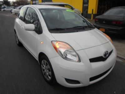 2009 Toyota Yaris Base (Polar White)