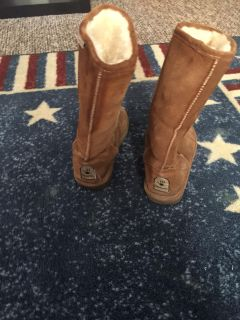 SIZE 6 BEARPAW BOOTS
