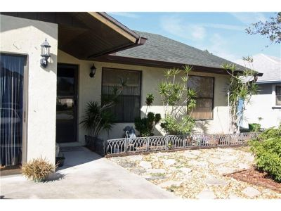 Beautiful 3 Bedroom/2 Bath single house