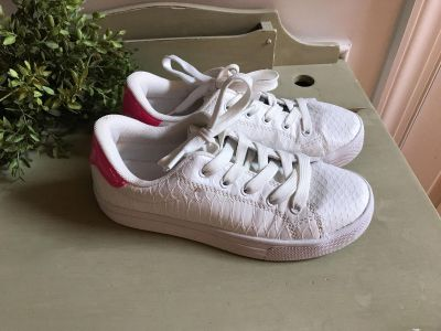 WHITE LEATHER CUPCAKE SNEAKERS3.5