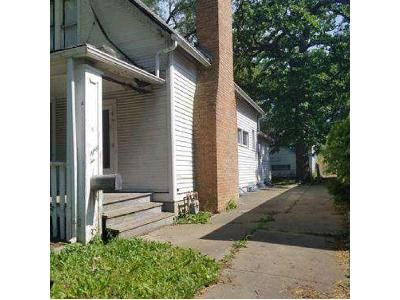 2 Bed 1 Bath Foreclosure Property in Chicago Heights, IL 60411 - W 14th Pl