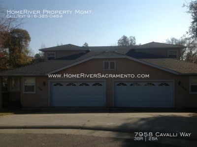 Beautiful 3 Bedroom Duplex in Fair Oaks with large backyard & tons of storage!