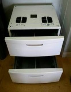 2 Samsung washer & dryer pedestals.