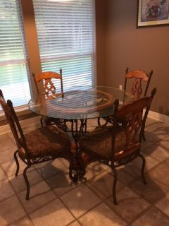 Breakfast Table & Chairs plus Barstools