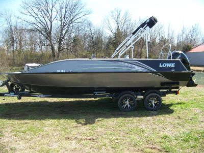2019 Lowe SD224 DECK BOAT W/ MERCURY 175 & TRAILER Deck Boats West Plains, MO