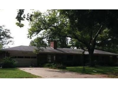 4 Bed 2 Bath Preforeclosure Property in Saint Louis, MO 63135 - Dames Ct