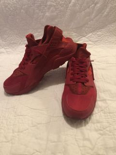 Men s Nike Air Huaraches!!! Worn maybe two times.
