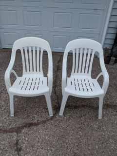 2 plastic outdoor chairs excellent condition