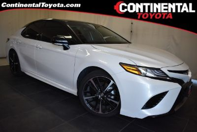 2019 Toyota Camry XSE (Wind Chill Pearl)