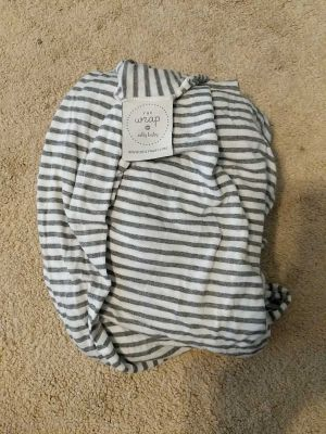 GUC Solly baby wrap in gray and white stripe