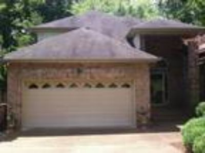 Three BR, 2.5 BA, 2,266 sqft single-family house in Antioch