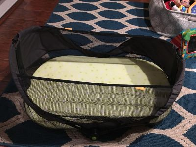 Travel bassinet!! Excellent used condition!! Pet free smoke free!