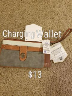 Charging wallet cluch
