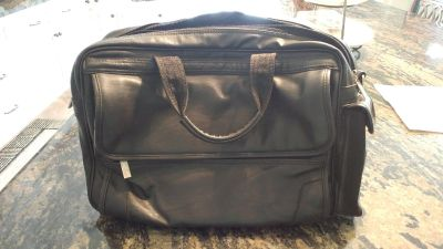 Leather laptop carrying case