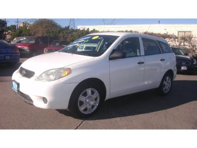 2006 Toyota Matrix Base (Super White)