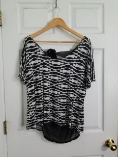Cute Annabelle Black and White Top with sheer Back Size1X