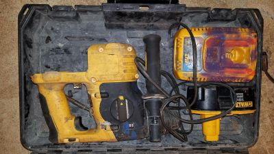 Cordless Dewalt hammer drill battery and charger