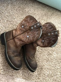 Size 9.5 Ariat Cowgirl Boots