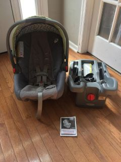 Graco INFANT Car seat, Base, and owners manual.