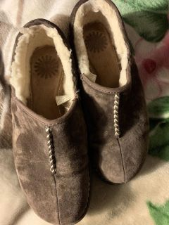 Size 7 women s ugg shoes