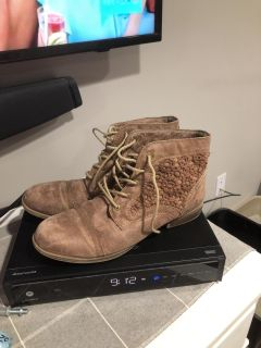 Size 11 ankle boots $6 suede type