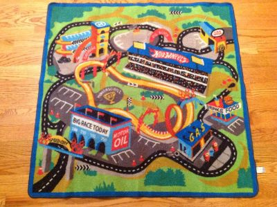 Kids Hot Wheel rug size 40x40 . Good Condition
