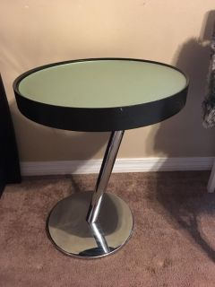 Modern or contemporary end table in GUC