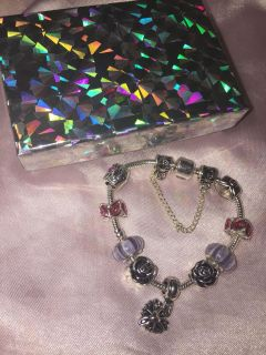 New! 925 silver bracelet. Stamped! With box. Makes great X-mas