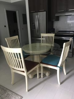 Cindy Crawford 5PC Round Dining Table Set