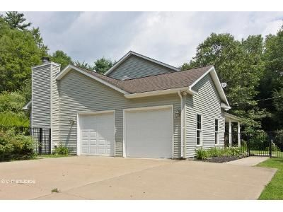 3 Bed 4 Bath Foreclosure Property in Clarks Summit, PA 18411 - Dark Region Rd