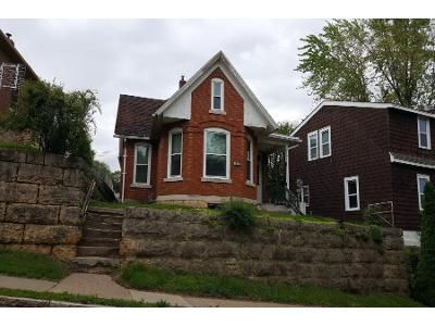2 Bed 2 Bath Preforeclosure Property in Dubuque, IA 52001 - Queen St