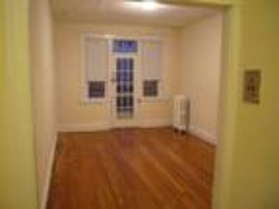 Pet Friendly Two BR on Comm Ave