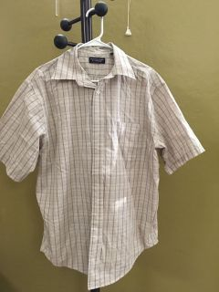 Roundtree and Yorke Men s Dress Shirt. Perfect Condition! $5!