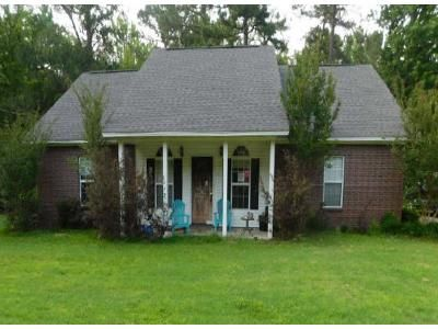 3 Bed 2 Bath Foreclosure Property in Pine Bluff, AR 71603 - Luckwood Rd