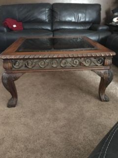 Beautiful coffee table with glass insert-great project!